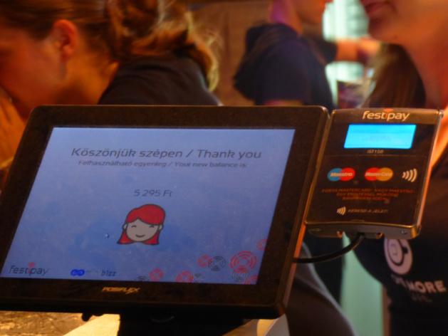 La solution de paiement cashless Festipay lors du Sziget 2016. Crédit Adam Stolcz