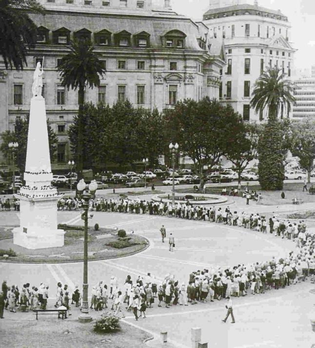Manifestation des mères sur la Place de mai en 1979