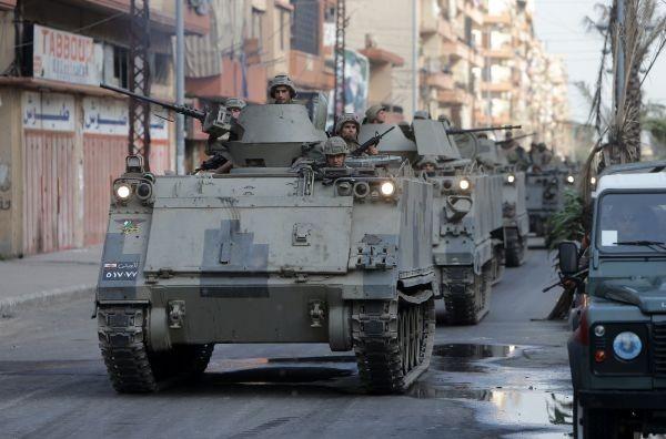 L'armée prend peu à peu le contrôle à Beyrouth. Sur la photo, une patrouille sur la corniche Mazraa (source  AFP)