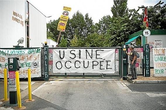 En France, les travailleurs de l'usine Fralib tentent de relancer l'activité (fabrication du thé Éléphant) en société coopérative d'intérêt collectif (SCIC)