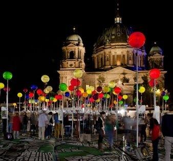 carte géante de Berlin installée à proximité de la Alexanderplatz à l'occasion du Jubiläum de la ville. Source : berlin.de