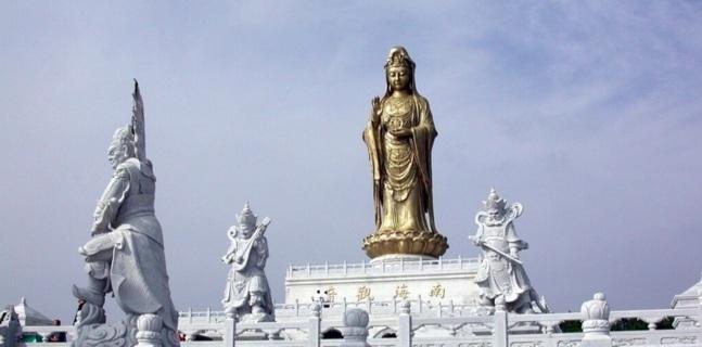 Un Bouddha de neuf mètre, symbole d'un enrichissement rapide