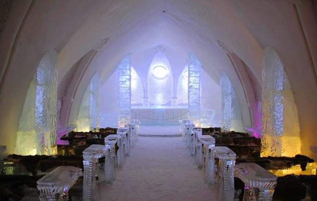 L'hôtel de glace, un chantier insolite au coeur de la ville