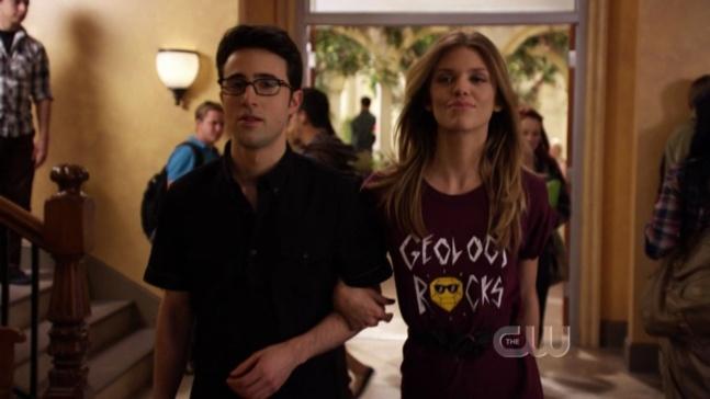 Naomi et Max, couple geek le plus mainstream, dans la série 90210
