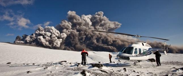 Nuage de cendre s'échappant de l'Eyjafjöll en 2010 en Islande. Celui de 1783 s'accompagnait de jets de lave pouvant atteindre 1400m de hauteur.