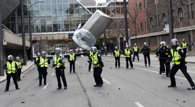 « Précipitations » - Manifestation Plan Nord 20 avril 2012- Pascal Dumont - Le Grand Souffle - www.pascaldumont.ca/fr/