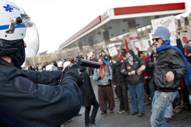 « Légitime défense » - Manifestation du 23 mai 2012 à Montréal - Pascal Dumont - Le Grand Souffle - www.pascaldumont.ca/fr
