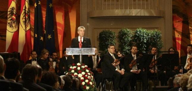 @REUTERS | Le Président Heinz Fischer a rendu hommage aux victimes de l'Anschluss lors d'une cérémonie de commémoration au palais Hofburg
