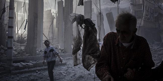 Bâtiments détruits dans le quartier de Shaar, à Alep (Syrie), en octobre 2012. ©Cesare Quinto/Demotix