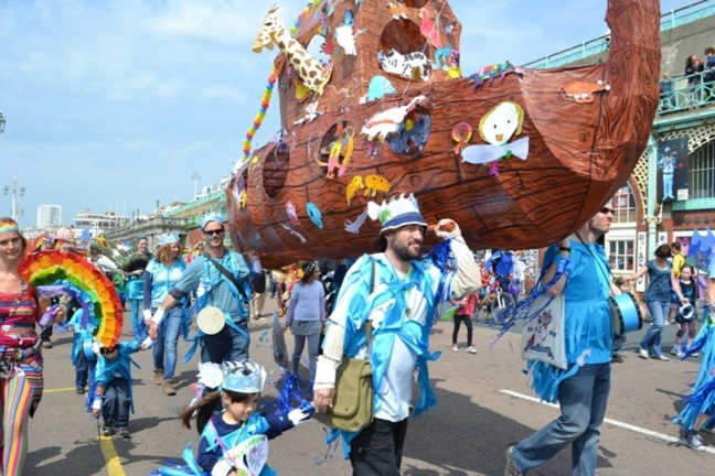 Brighton Festival : l'art éphémère de la piscine inversée