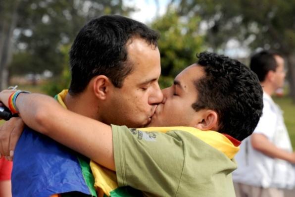 Le Brésil vote le mariage gay