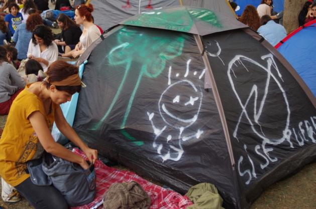 Une des tentes installées au parc Gezi © Lou Bachelier-Degras