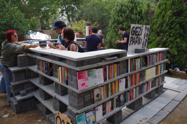 A library was built in Gezi Park © Lou Bachelier-Degras
