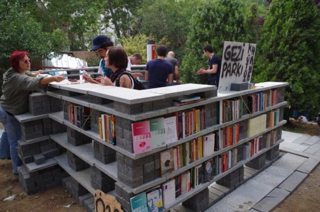 Eine Bibliothek wurde im Gezi-Park gebaut © Lou Bachelier-Degras