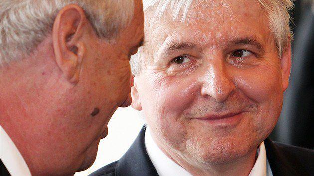 Le président Milos Zeman (à gauche) a nommé Jiri Rusnok (à droite). Crédits :  idnes.cz