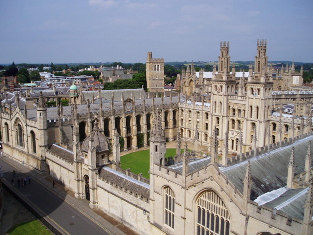 Oxford and Cambridge: are students from London and South East England favoured?