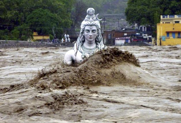 Statue du Dieu Shiva sous les eaux - Photo The Atlantic