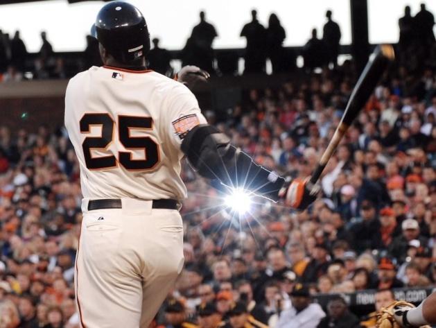 Barry Bonds frappant le 7 aout 2007 son 756e Home-run, dépassant le record emblématique du baseball. Son nom apparaissait dans la liste des clients du laboratoire | Crédit Photo -- D.R.