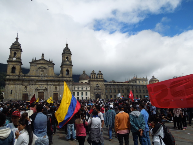 La manifestación empezó de forma pacífica y reunió a varios sectores. Crédito Foto -- Eliana Rentería / Le Journal International