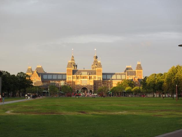 Le Rijksmuseum au crépuscule | Crédits photo - Emma Lepetit/Le Journal International