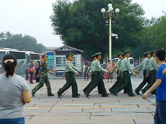 The People's Armed Police servicemen on their way into the Forbidden City   Credits : Le Journal International