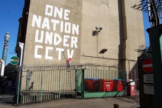 Bansky, One Nation Under CCTV (2008) l Crédits photo -- oogiboig