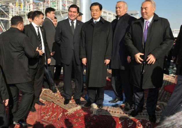 Les présidents Gurbanguly Berdymukhamedov (Turkménistan), Hu Jintao (Chine), Islam Karimov (Ouzbékistan) et Noursultan Nazarbayev (Kazakhstan)  | Crédits photo -- AP