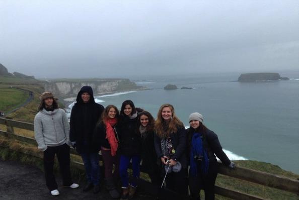 Les étudiants du programme Aardvark en visite à Carrick-a-Rede, Irlande du Nord (Zach Pelts, Ben Gaster, Sopie Silver-Isenstadt, Drew Silverman, Alina Adler, Ketzia Abramson, et Leah Stone)