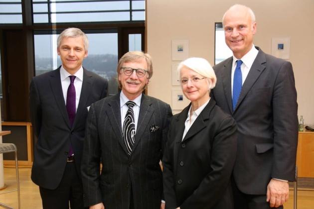 Michael Best (Bundesbank, Mondérateur), Yves Mersch, Anne Le Lorier, Carl-Ludwig Thiele | Crédits Photo -- Yann Schreiber/ Le Journal International