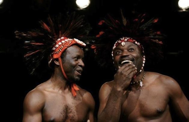 Loufoque et fragmenté, le théâtre africain se porte bien