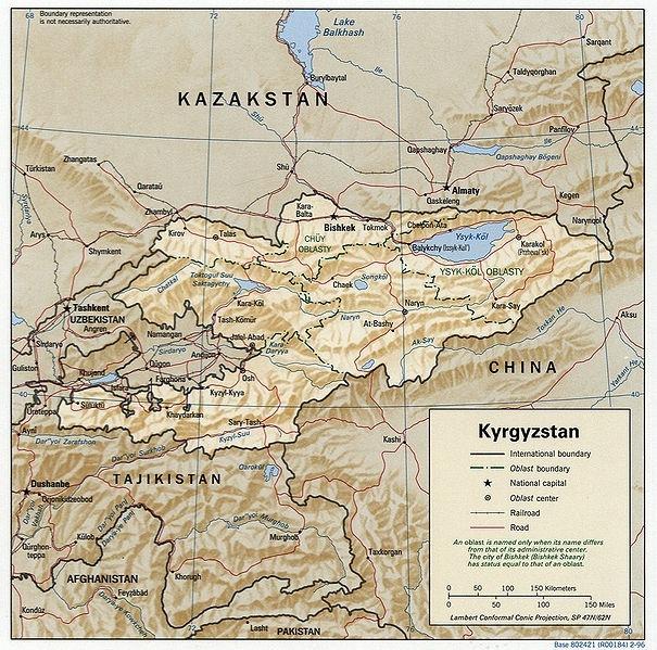 Carte du Kirghizstan montrant Kara Balta et Tokmok relié par la voix de chemin de fer. Crédit : Wikipédia