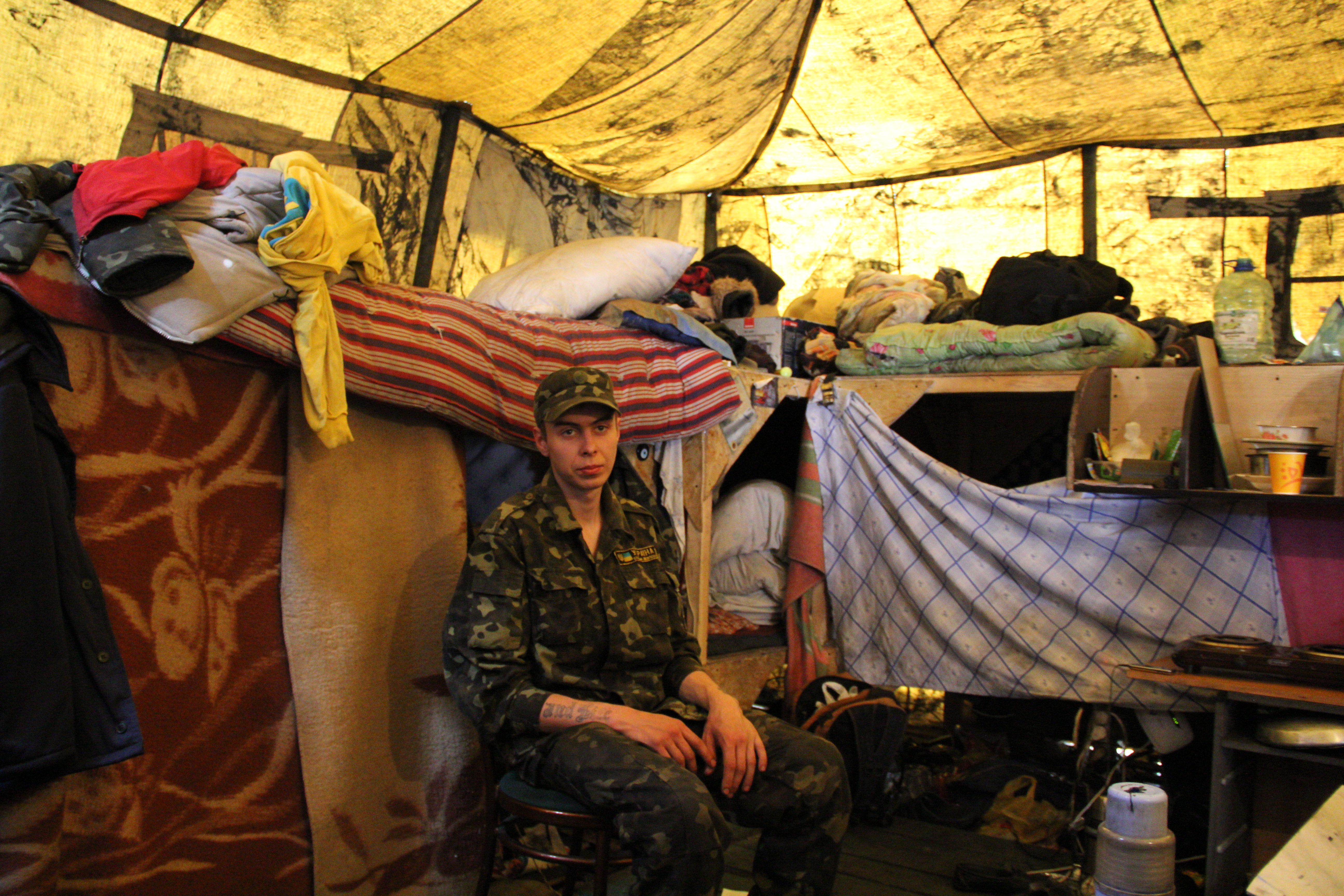 À l'intérieur d'une tente. 28 personnes dorment ici dans des conditions précaires. Crédit Pierre Sautreuil