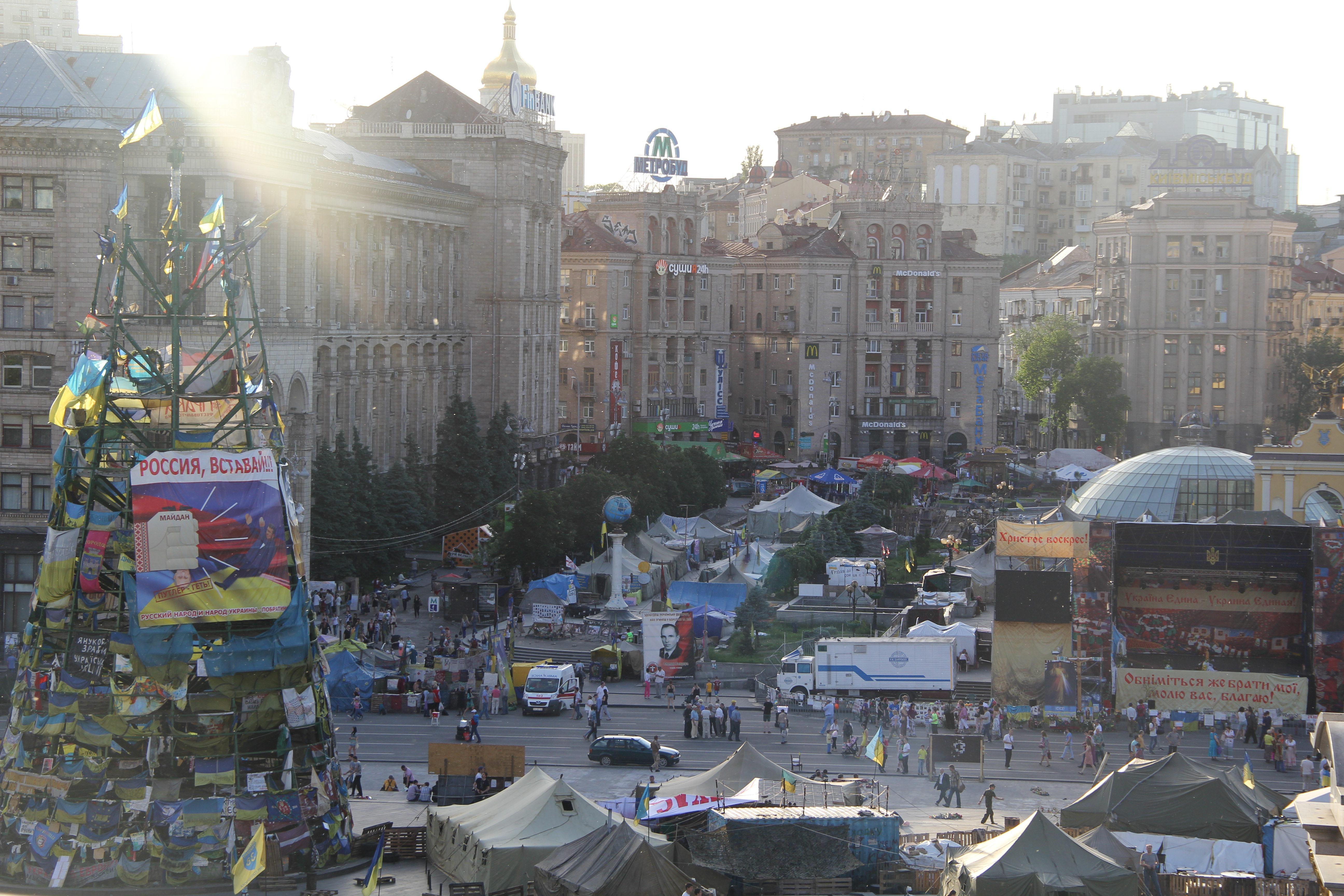 Vue de Maïdan depuis l'esplanade de l'hôtel Ukraine. Crédit Pierre Sautreuil