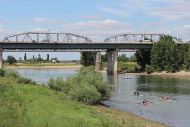 Le pont qui mène de Tiraspol à Bender, sur le Dniestr. Il est gardé par des soldats russes. Crédit photo Pierre Sautreuil