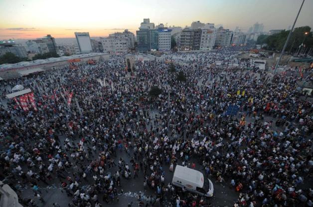 Les manifestants place Taksim, le 1er juin 2013. Crécit Lu Zhe/NEWSCOM/SIPA