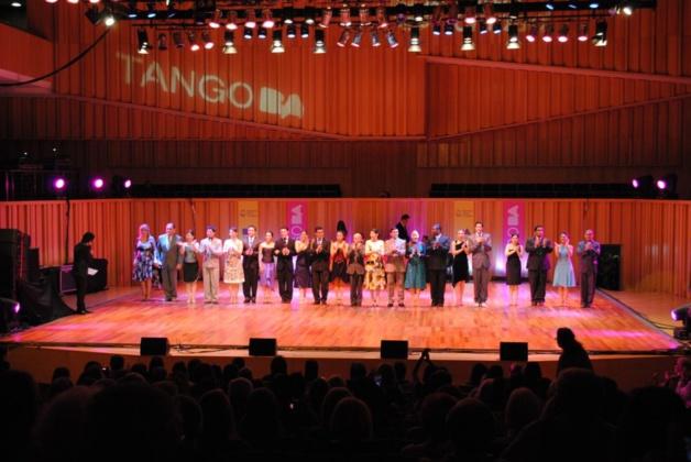 """Rondes de sélections pour les demi-finales du Mondial de tango de """"pista"""". Crédit Katel Andréani"""
