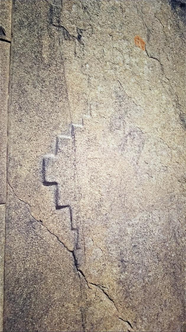 Un type de croix andine ? Mur du Temple du Soleil du site archéologique d'Ollantaytambo. Crédit Salomé Ietter