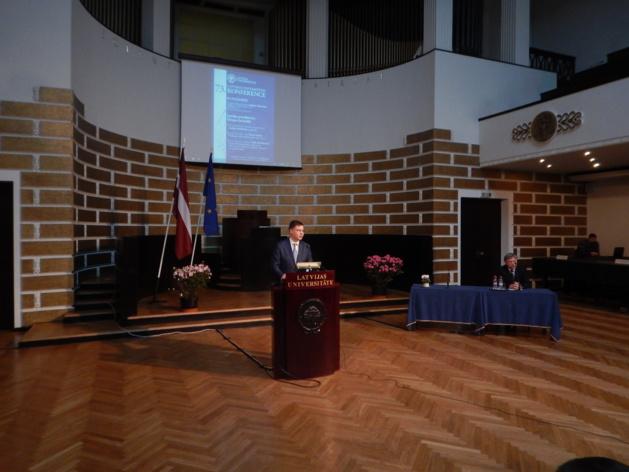 Valdis Dombrovskis lors de sa conférence à l'université de Lettonie le 2 février 2015. Crédit : Jean-Baptiste Roncari