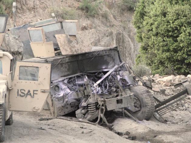 El estado del camión de Sean después de su explosión sobre una mina anti-tanques