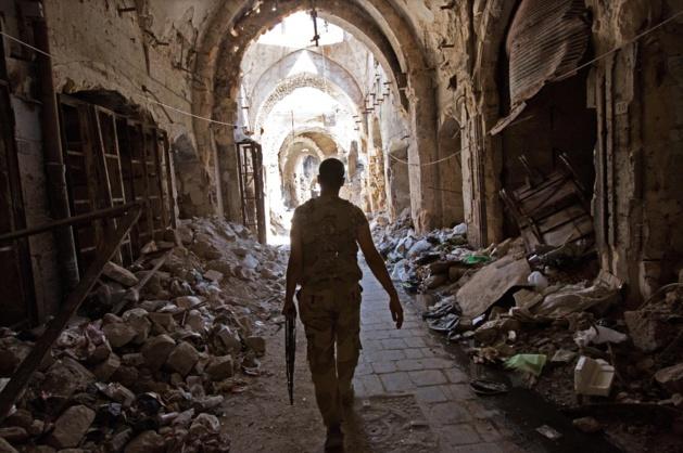Nas ruas estreitas da velha cidade de Aleppo. Crédit Jack Hill / SIPA