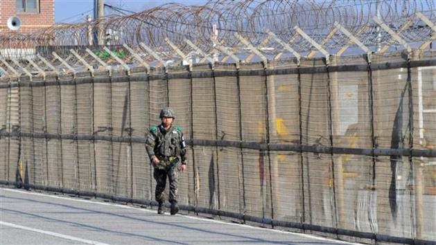 Soldado surcoreano patrullando por la frontera con Corea del Norte. Crédito Jung Yeon-Je / AFP