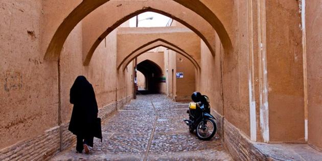 Dans les rues de Yazd - crédit Regimantas Dannys