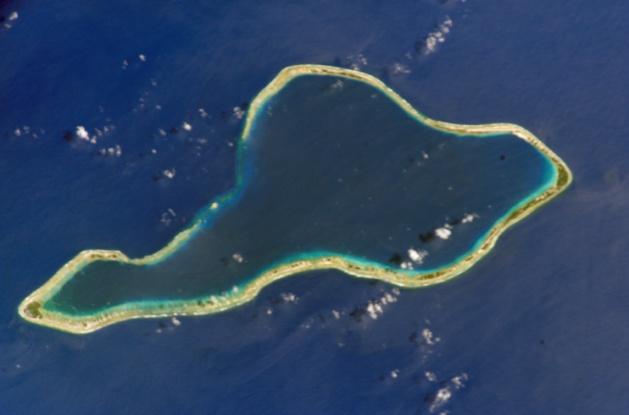 El atolón Mororua - Crédito NASA