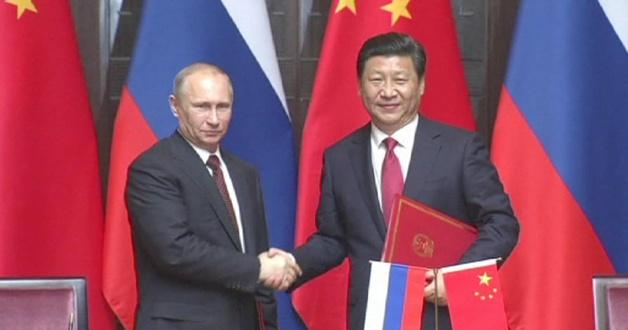 Les relations entre le président russe Vladimir Poutine, et son homologue chinois Xi Jinping semblent s'étroitiser. Crédit Euronews
