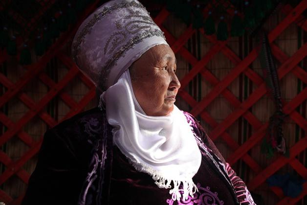 Femme Kirghize durant les cérémonies de Norouz, Kirghizstan. Crédit Kares Le Roy