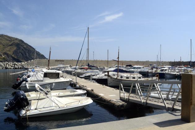 Le port accueille de nombreux bateaux français comme le « Quatre vents » à droite du ponton. Crédit Auriane Guiot