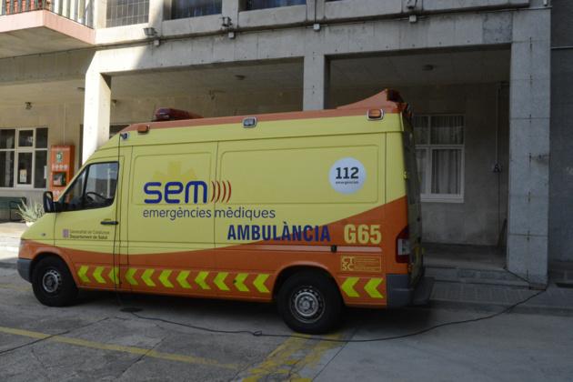 L'une des voitures d'ambulance de la ville en train de charger. Crédit Auriane Guiot