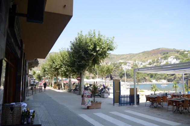 « El passeig de la Sardana », la promenade de la Sardana en français, est l'allée composée presque entièrement de restaurants. Crédit Auriane Guiot