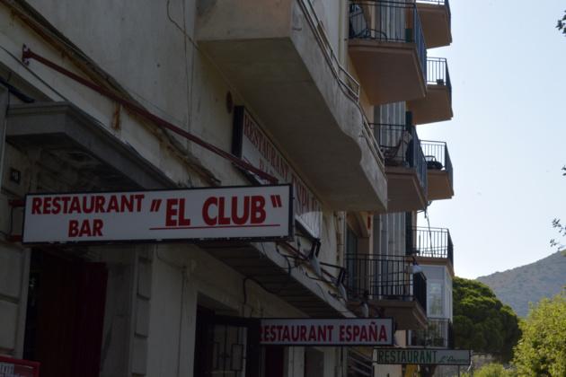 Les pancartes des restaurants se suivent. Crédit Auriane Guiot