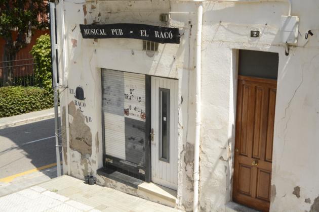 Le pub musical « el Raco » n'a pas survécu mais reste ouvert malgré tout. Crédit Auriane Guiot